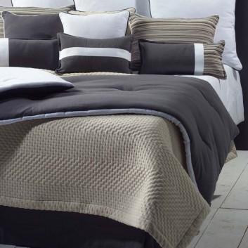 couvre lit matelasse. Black Bedroom Furniture Sets. Home Design Ideas